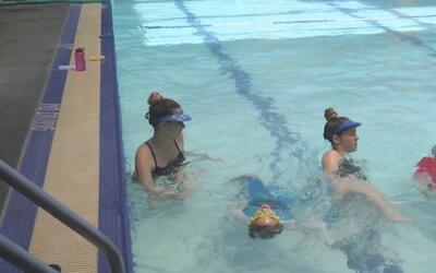 Aumentan los riesgos de ahogarse en piscinas, ríos y playas durante la t...