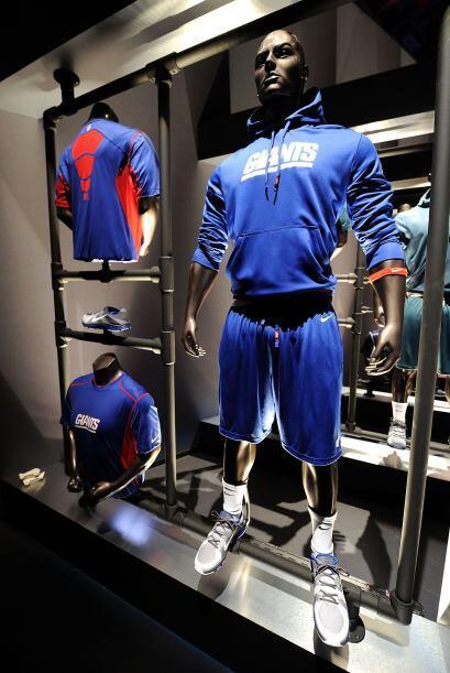 Los uniformes de entrenamiento también se dieron a conocer.