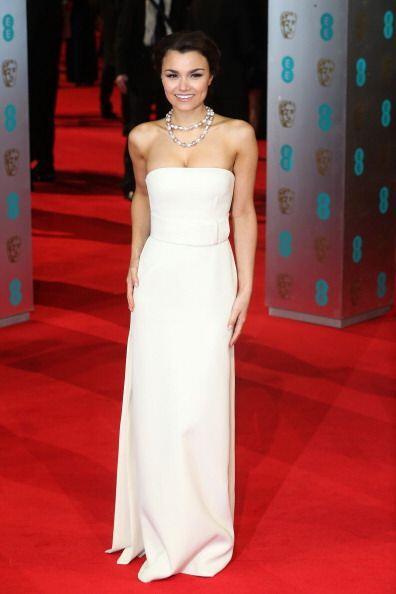 Samantha Barksfue de blanco con un  bonito vestido de Calvin Klein Colle...