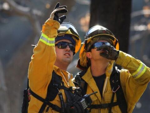 Durante 5 días más de 1000 bomberos por aire y tierra han tratado de con...
