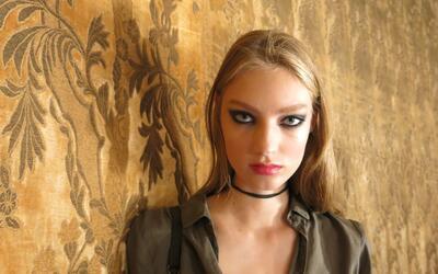 Un maquillaje dramático, las sombras negras con efecto glitter le...