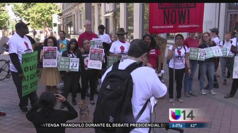 Miles de personas claman por un control de rentas en Oakland