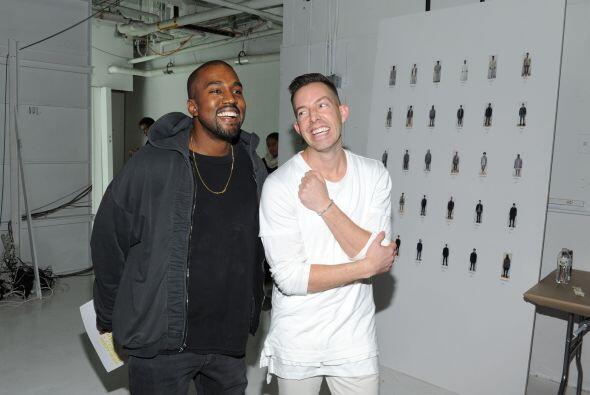 Kanye tiene muchos amigos diseñadores, y entre ellos se encuentra...