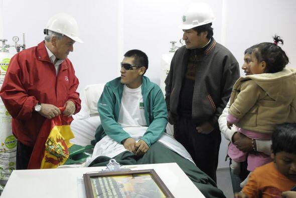 El presidente de Chile, Sebastián Piñera y Morales acompañaron personalm...