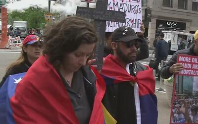 Venezolanos residentes de Nueva York protestan en Manhattan contra Nicol...