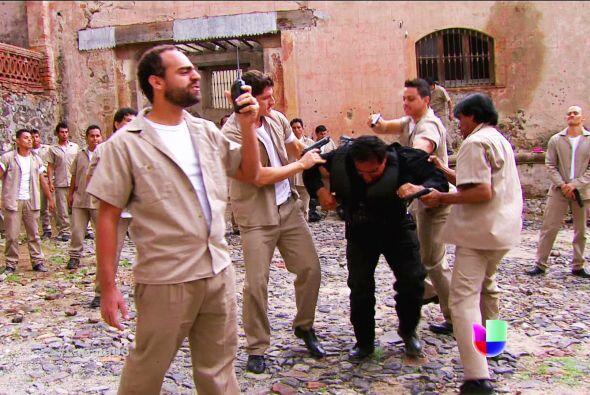 Pero ten cuidado Pablo, el motín que se desató en la cárcel puede acabar...