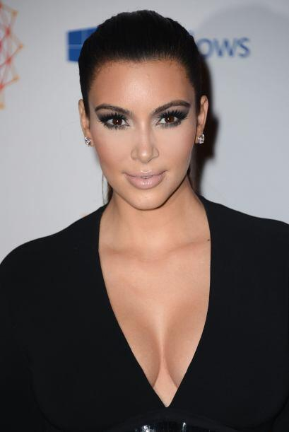 Si la Kardashian no lleva escote, es como si no hubiera salido, así que...
