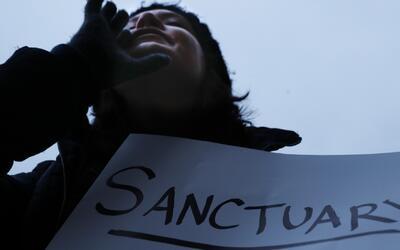 El dilema de las ciudades santuario: proteger a los indocumentados o su...