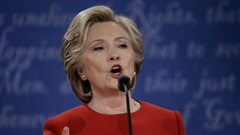 Clinton afirma que combatir la guerra cibernética es el mayor reto para...