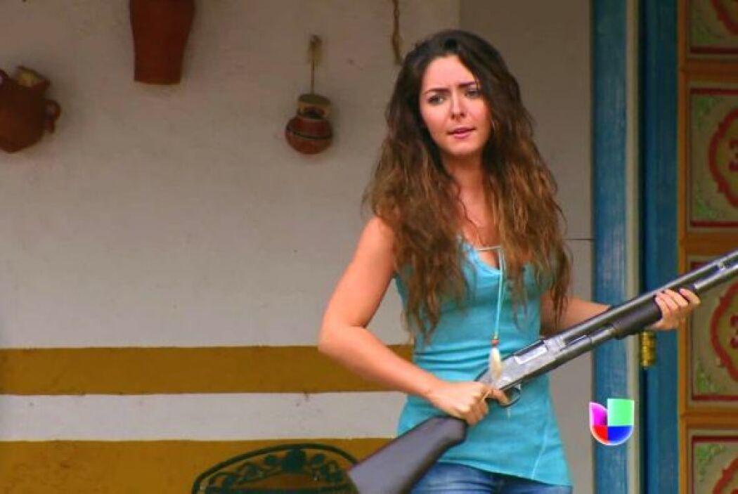 Harta de recibir a tantos oportunistas, Marcela echó un disparo al aire...