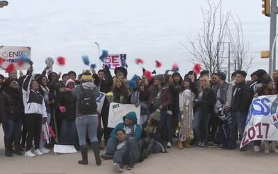 Unos 500 estudiantes de las siete escuelas Charter Uplift marcharon por...