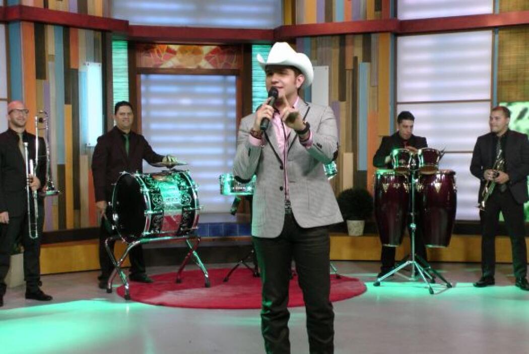 El Dasa no podía dejar de cantar en Despierta América.