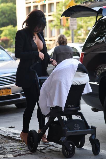 Notamos que no se sentía muy cómoda, una y otra vez revisó su vestuario....