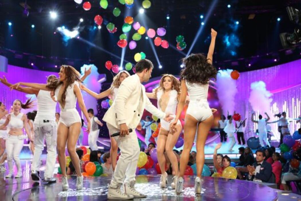 Para cerrar con broche de oro, Jencarlos Canela subió al escenario para...