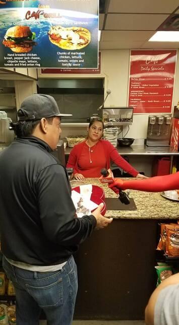 El Turky se convirtió en cupido para celebrar San Valentín en Houston 16...