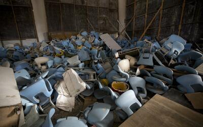 Sillas desmontadas del estadio Maracaná, que no tiene inquilino a...