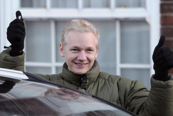 Julian Assange por fin salió en libertad en medio de gritos de algarabía...