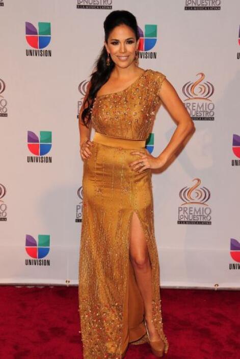 Karla Martínez, como una diosa en Premio Lo Nuestro 2011.