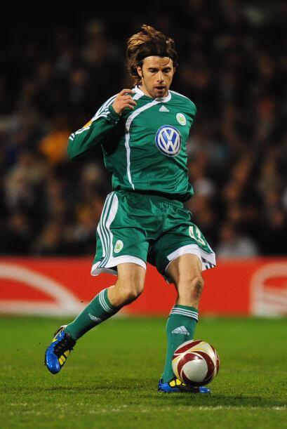 El 30 de enero del 2011 la Juventus se hizo con los servicios del zaguer...