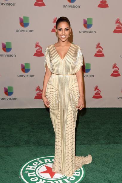 En un vestido claro de Naeem Khan, la dominicana derrochó mucha sensuali...