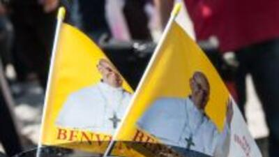 El papa Francisco donará a Cárita una moto Harley Davidson.