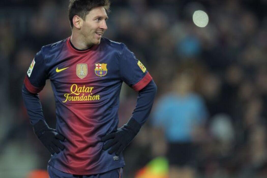 La delantera comienza con el infaltable Lionel Messi.