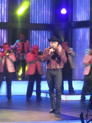 El cantante es el número uno en las listas de popularidad.