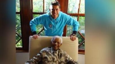 El futbolista Cristiano Ronaldo publicó una foto con el líder sudafricano.
