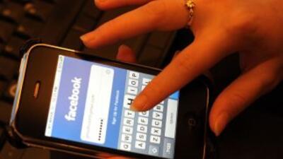 Los estafadores se están aprovechando de las mujeres en Facebook para ro...