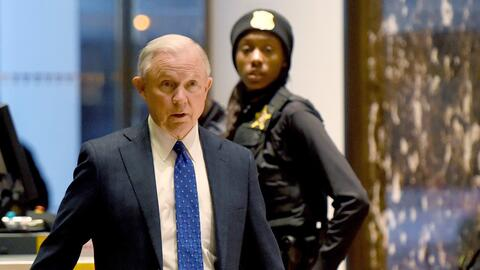 El Senador Jeff Sessions (republicano por Alabama), nominado por el pres...