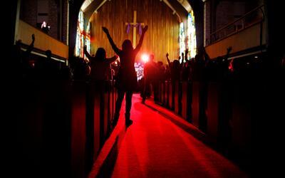 Feligreses en un festival de música en Austin en la iglesia presb...