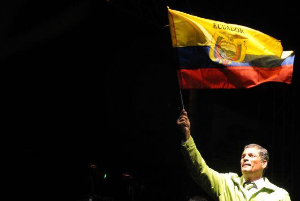 Para celebrar la aprobación del oficilialismo, Correa dijo: 'hemo...