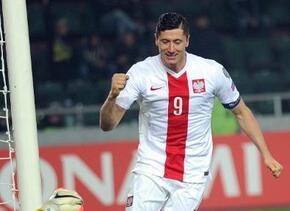 Robert Lewandowski marcó tres goles con Polonia en cuatro minutos