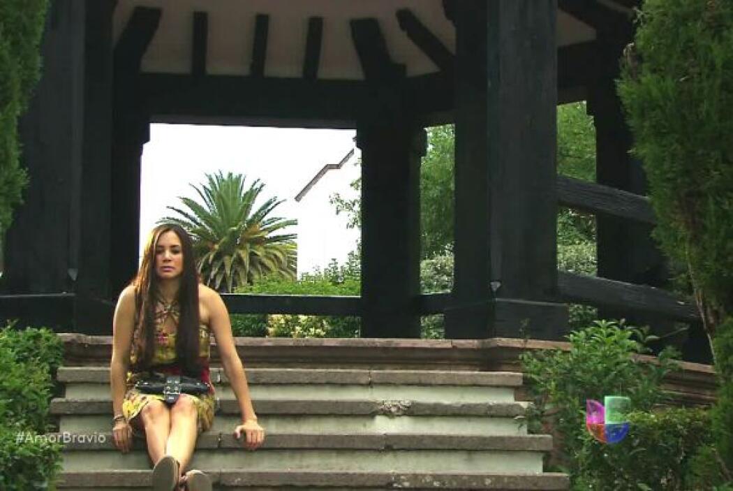 Natalia no sabe qué pensar ahora que conoce la verdadera identidad de su...