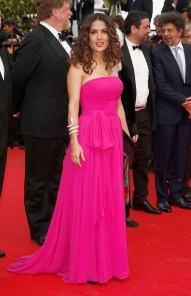 Salma Hayek posó con un sencillo, pero bonito y favorecedor, vest...
