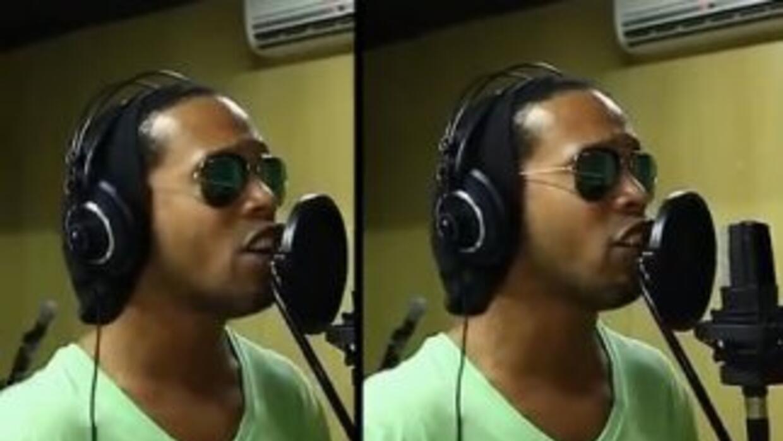 Ronaldinho debuta como cantante.
