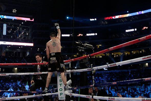 Brandon Ríos (de pantaloncillo negro) tuvo una actuación dominante y der...