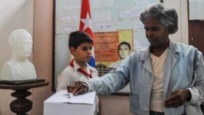 Los cubanos eligieron el domingo a los 612 miembros de su Parlamento ent...