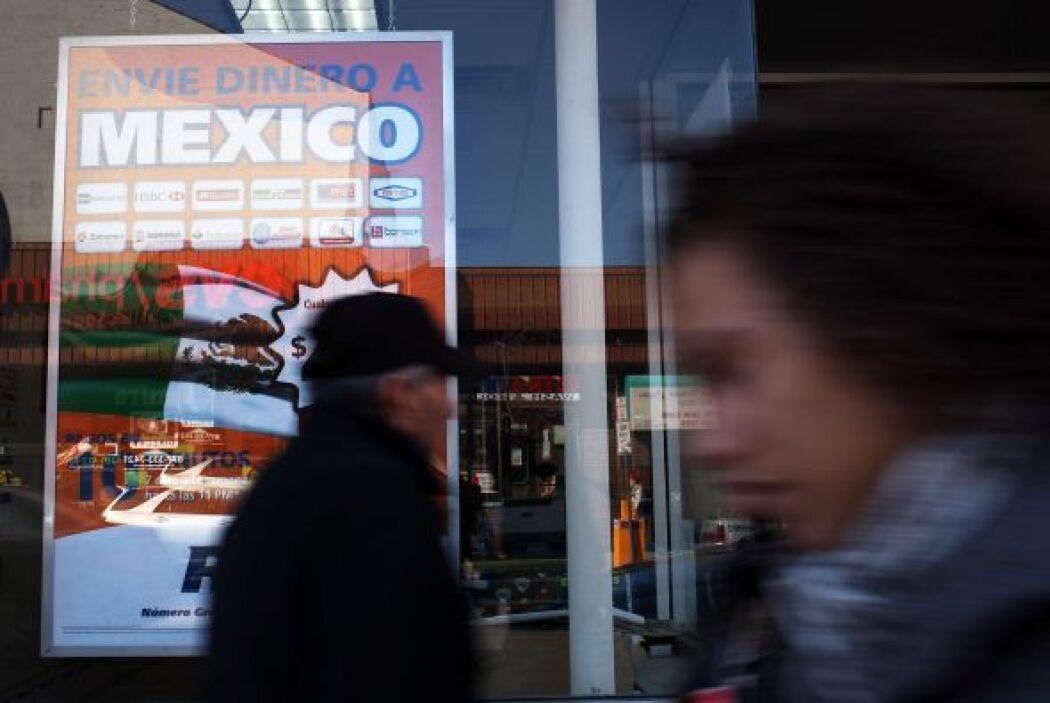 Por ejemplo, si una persona envía $100 a México, la institución financie...