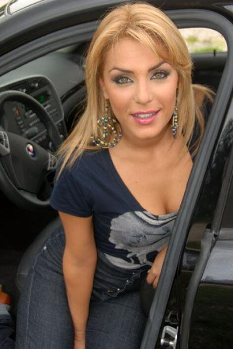 Rossina Grosso salió de los estudios de Univision, y mostró toda su bell...