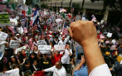 Coaliciones comunitarias en Los Ángeles invitan a indocumentados a march...