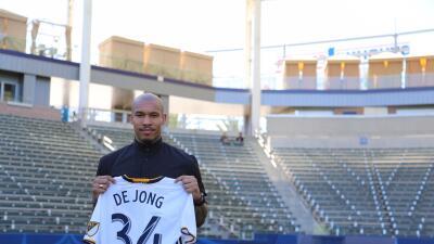 Nigel de Jong fue presentado oficialmente en LA Galaxy.