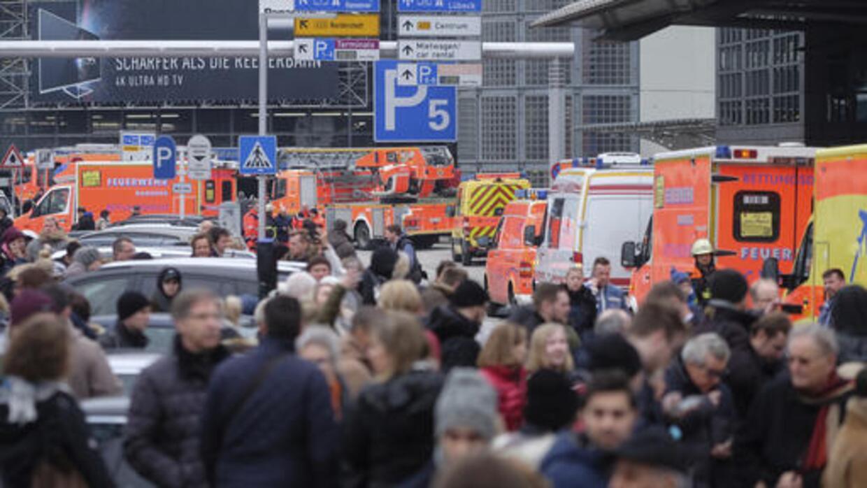 Cientos de personas fueron evacuadas del aeropuerto de Hamburgo.