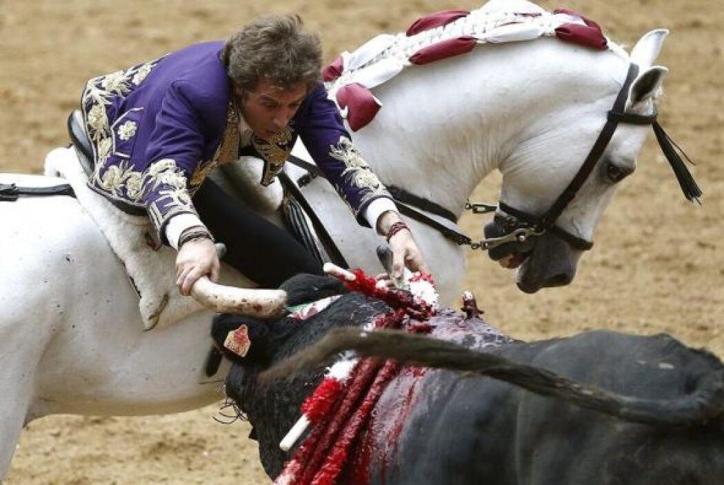 El rejoneador navarro Pablo Hermoso de Mendoza durante la faena a su tor...