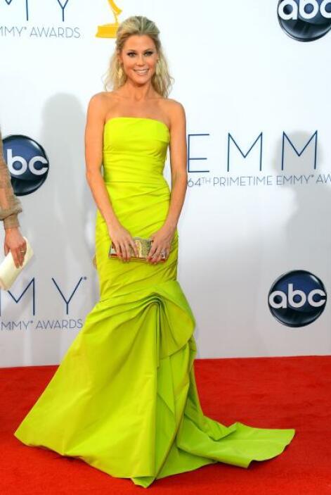 Julie Bowen nos dejó atónitos con su tendencia neón. Se veía magnífica.