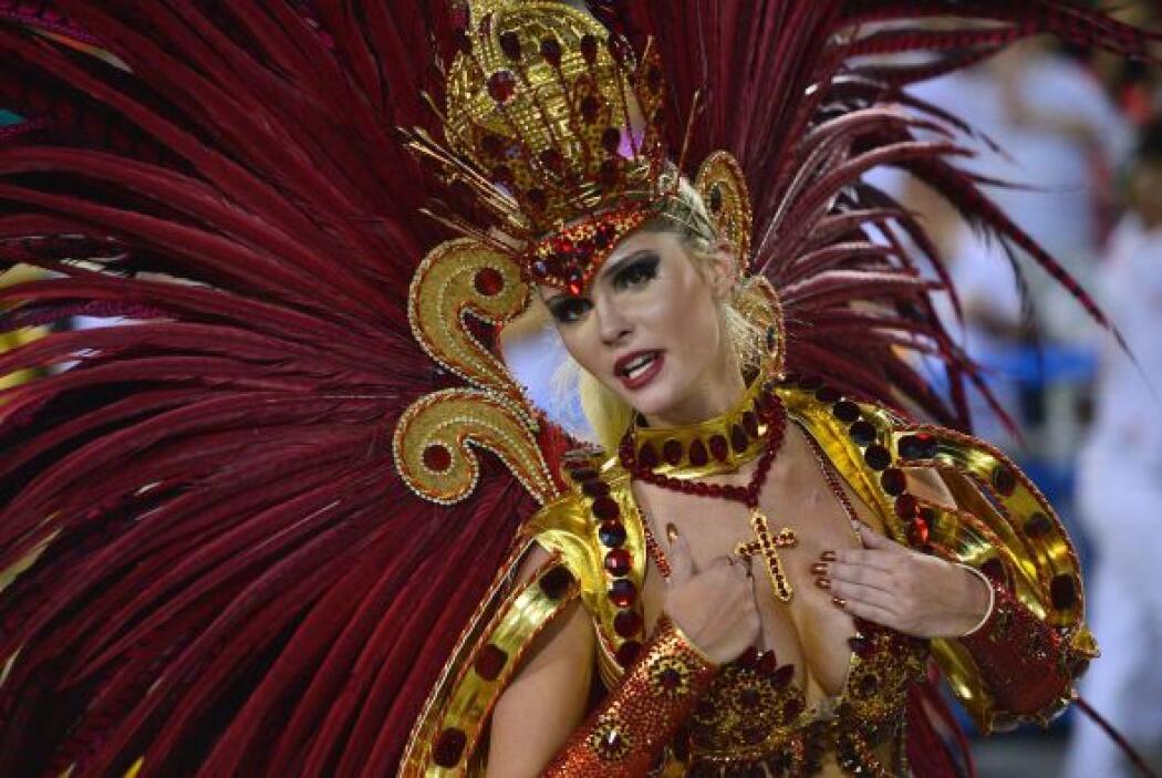 Miles de personas que asistieron al segundo día del Carnaval de Barranqu...