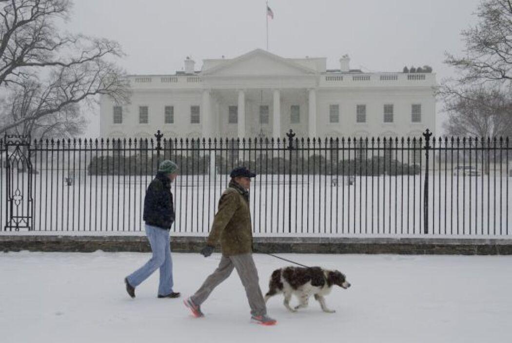El Congreso pospuso sus labores para el martes, según reportó la cadena...