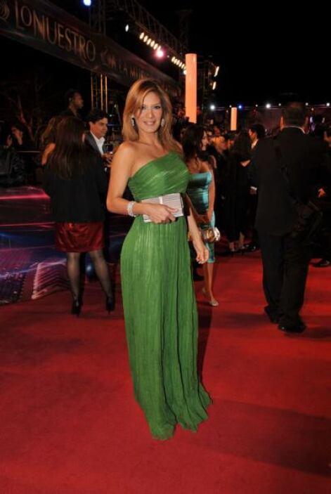 14. Yvonne Reyes- Bellísima, moderna y elegante de verde. Y el verde no...