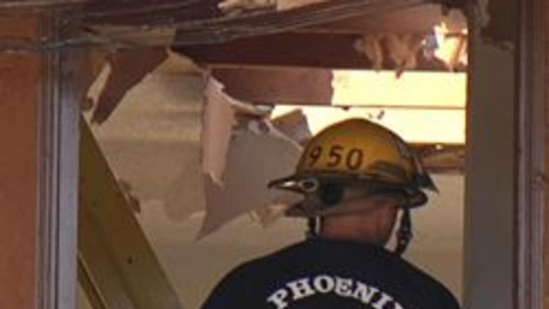 Bombero de Phoenix entrando donde ocurrio el incidente