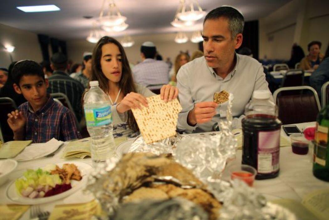 La festividad es uno de los tres Shalosh Regalim (Fiestas de Peregrinaje...